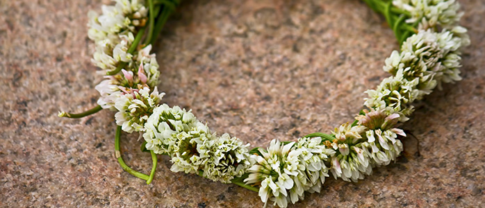 ハンドメイドの花飾りのアップ写真
