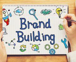 スケッチブックに書き込まれた「ブランド・ビルディング」の文字