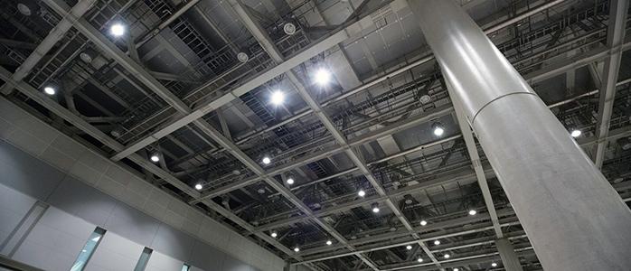東京ビッグサイトの建物内天井