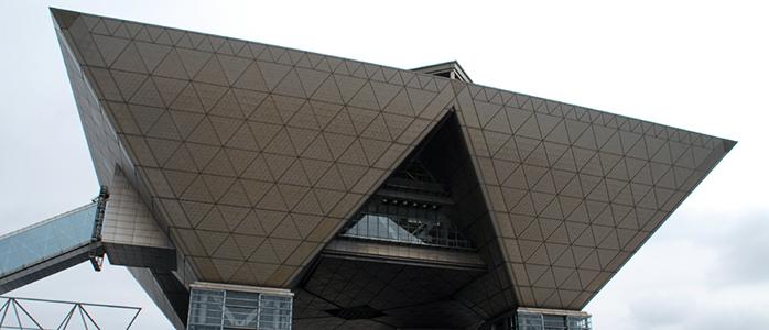 東京ビッグサイトを至近距離から撮影