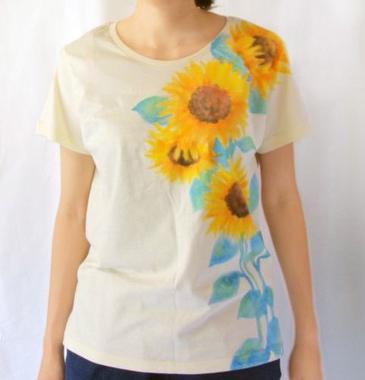 商品画像「ひまわり柄レディースTシャツ」