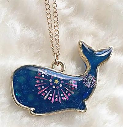 商品画像「クジラと海上の花火をモチーフにしたネックレス」